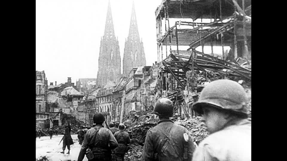 733601744-occupation-des-maisons-conquete-cathedrale-de-cologne-infanterie.jpg